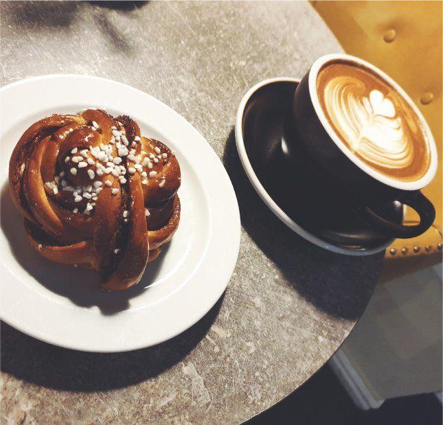 espresso och kanelbulle